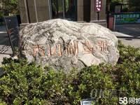 秀山湖壹号楼层好地段好位于秀山湖公园旁边小区环境非常好。