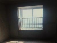 西塘名苑纯毛坯现房,楼层采光无遮挡,临近碧桂园,诚信出售,方便随时看房。