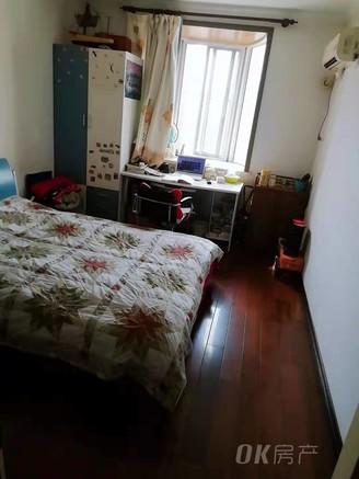 诚意低价出售江东小区一期精装大三房拎包入住全天采光满五年低于市场价欲购从速