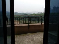 圳秀国际金湖湾空中电梯花园洋房,该房可转一手合同买方无税,现诚心出售,方便。看房