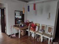纺东新村中等装修好楼层,家具家电齐全诚心出售,方便随时看房,拎包即可入住。