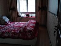 金瑞新城四村 中等装修,家具家电齐全,方便看房,拎包即可入住。