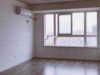 宝龙华庭,1600元/月,精装写字楼。有热水器和空调。