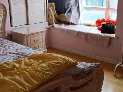 东湖碧水湾精装修4楼,家具家电齐全,诚心出售,方便随时看房,拎包即可入住。