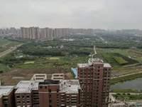 上湖家园,29楼总高33,前面无遮挡,视野开阔,看房有钥匙。房产证已办,可贷款