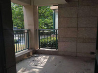 国际华城四村 纯毛坯三室从未入住 挑高一楼南北双阳台