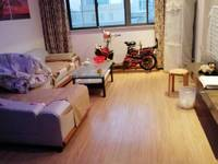 江东小区精装修电梯三室,家具家电齐全,低价急售,方便看房,拎包即可入住。