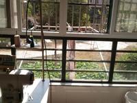 秀山花园 2室2厅1卫 精装修 交通便利 设施齐全 1楼