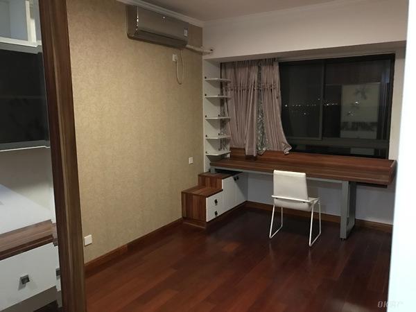 东方明珠三村豪华装修精品两室好房