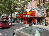 东方明珠一村门口,博雅幼儿园边,现已出租,隔了三个房间,可居住可做生意