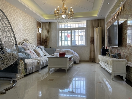鑫福家园豪华装修大三室,装修花了28万左右,得房率高,满2年,房东诚意出售