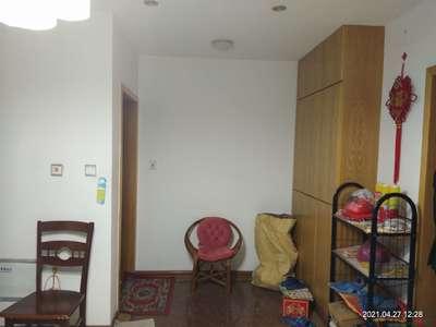 金桥雅苑中等装修大三室,中上楼层采光无遮挡,楼栋位置好,相当于毛坯房价格