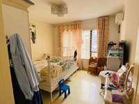 学区好房,东方城一期,小高层有赠送面积,两室两厅一卫,有阳光房,精装修,